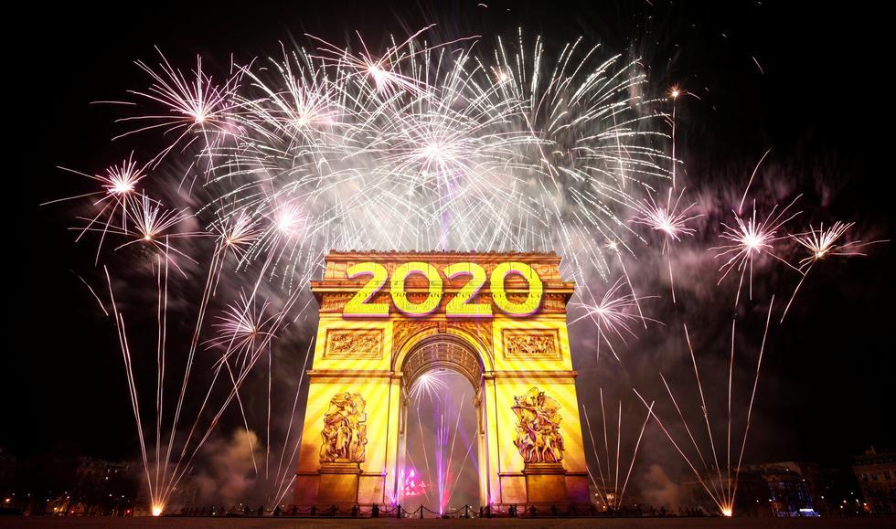 París recibió así el Año Nuevo 2020. (REUTERS/Benoit Tessier).