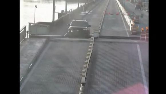 YouTube: Conductor distraído salta un puente levadizo