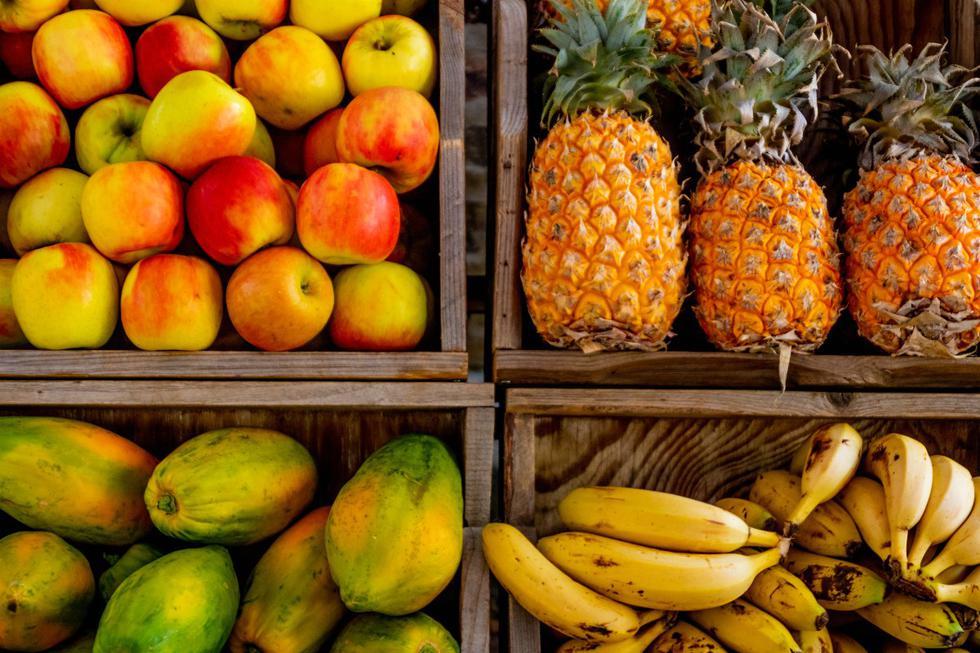 """Las <a href=""""https://mag.elcomercio.pe/noticias/frutas/""""><font color=""""blue"""">frutas</font></a> se suelen comer como postres después del almuerzo o la cena. Hasta hace unos años que se empezó a difundir la idea de que era conveniente comerlas en ayunas o entre comidas y que hacerlo al culminar una era perjudicial. (Foto: Pexels)"""