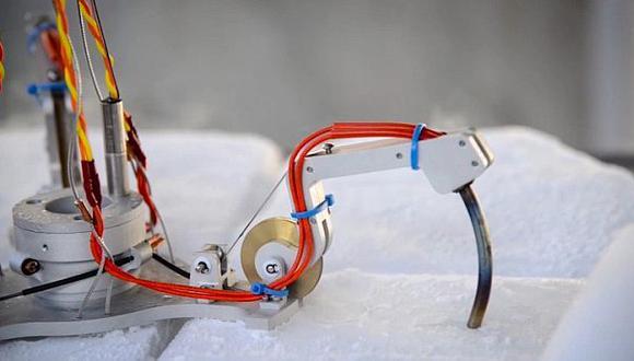 NASA prueba robots para poder romper hielo de satélites