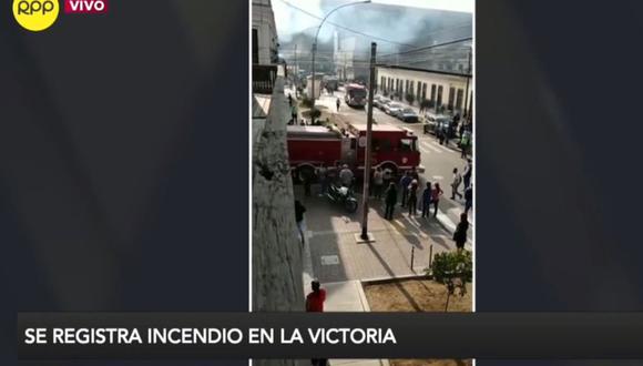 Unas 8 unidades de los Bomberos atienden la emergencia. (RPP TV)