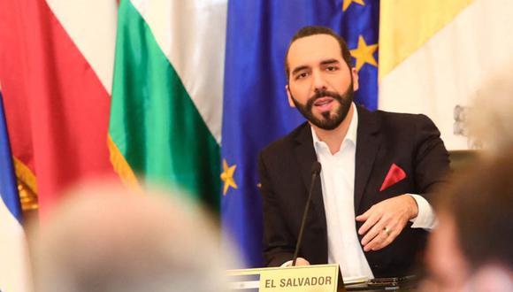 El presidente de El Salvador, Nayib Bukele, durante una reunión con embajadores acreditados en su país. (Foto: AFP).