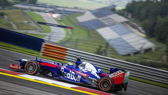 Para que su manejo sea igual de bueno que en dos ruedas, el español contó con la asesoría de nada menos que el ex piloto de Fórmula 1 e instructor Mark Webber. (Difusión/Red Bull)