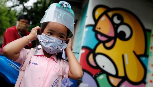 Los países están en diferentes fases de la pandemia y, por ende, del debate acerca de cómo y cuándo reabrir las escuelas. (EPA)