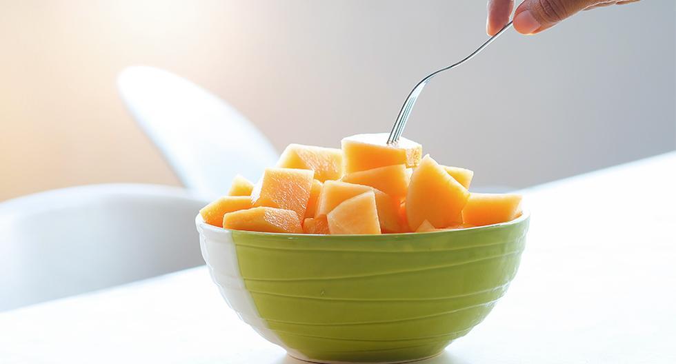 Se sugiere comer tres a cuatro frutas diarias y dos a tres porciones de verduras.
