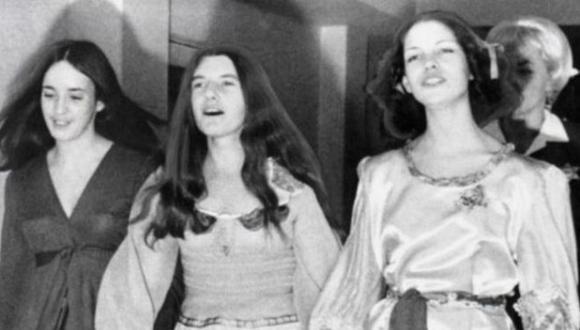 Susan Atkins, Patricia Krenwinkel y Lesli Van Houten, durante los juicios en su contra por los asesinatos de agosto de 1969. Ellas eran integrantes de la secta de Charles Manson. (BBC Mundo).