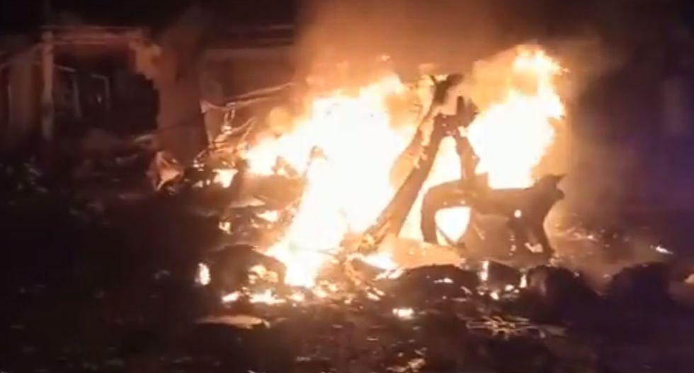 Según explicó la explosión provocó además el incendio de un autobús y de tres vehículos más. (Twitter).