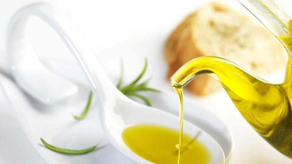 El aceite de oliva puede ser un gran elemento en nuestra rutina de belleza diaria. (Foto: Shutterstock)
