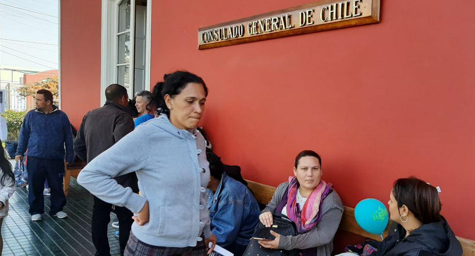 Este es el panorama en el consulado de Chile en Tacna. (Foto: Ernesto Suárez)