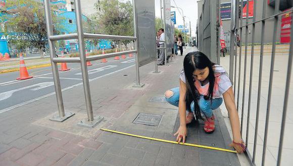Los paraderos instalados en los ejes viales se habrían instalado sin supervisión de la Municipalidad de Lima.(Lino Chipana/El Comercio)