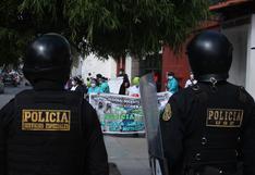 Piura: trabajadores de salud protestaron frente a la Corte Superior de Justicia   VIDEO