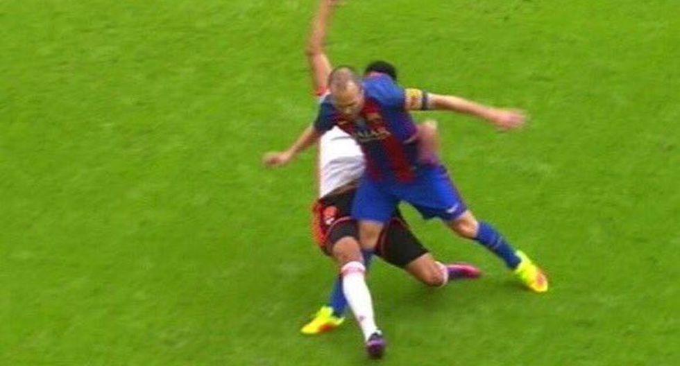 Barcelona: Iniesta y las dolorosas imágenes de su lesión - 11
