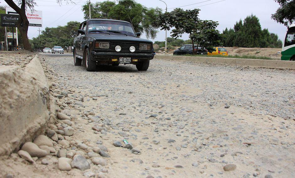 Las lluvias e inundaciones ocasionadas por El Niño costero dejaron más de 92 mil damnificados y cuantiosos daños materiales. Las pistas hoy son una calamidad (Foto: Ralph Zapata)