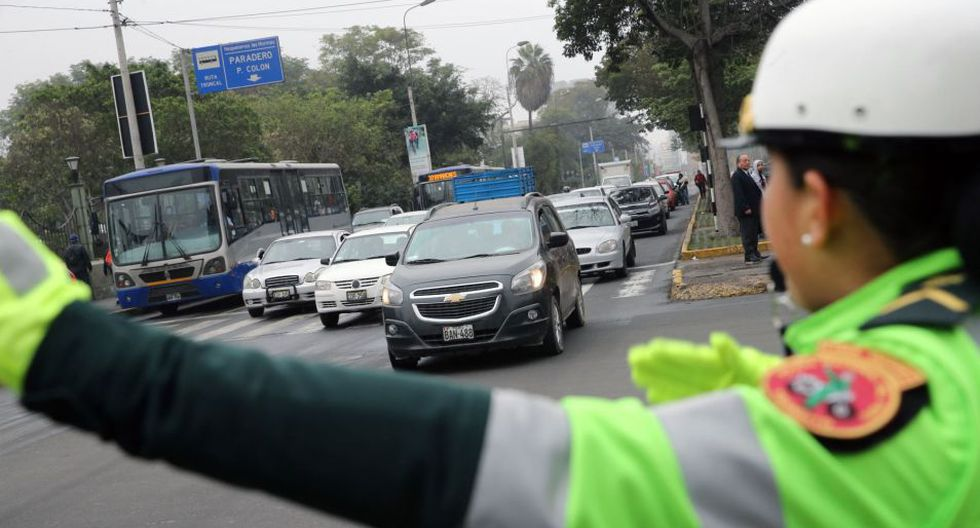 De acuerdo con la disposición de la Municipalidad Metropolitana de Lima (MML), 'pico y placa' se ejecuta de lunes a jueves, de 6:30 a.m. a 10:00 a.m. y de 5:00 p.m. a 9:00 p.m. No hay restricción los viernes, sábados, domingos ni feriados. (Foto: Andina)