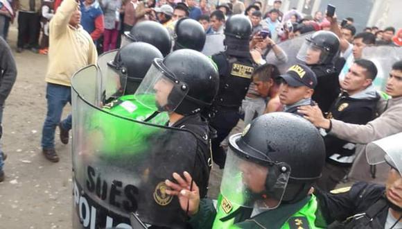 El jefe de la región policial Cusco-Apurímac, Alejadro Castillo, señaló que el enfrentamiento dejó daños materiales y lesiones personales básicamente en el personal policial (Foto: Carlos Peña)