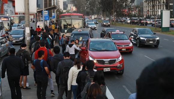 Los corredores trasladan actualmente en promedio a 500 mil pasajeros al día, un número que podría aumentar si se despejaran las vías para que la ACTU pueda tener más unidades. (Foto: Juan Ponce)