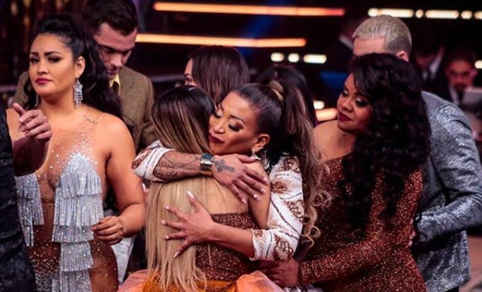 Paula Arias agradeció a sus compañeros y se retiró en medio de abrazos. (Foto: Instagram)