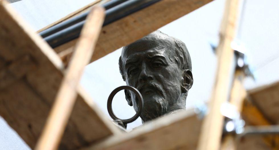 El monumento a Antonio Raimondi mide 7,5 metros de alto y está hecho de piedra y bronce (Fotos: Hugo Curotto).