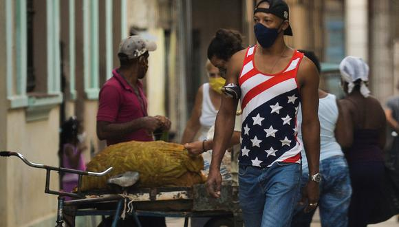 Cuba había registrado un bajo índice de contagios, pero tras las celebraciones navideñas y el mayor ingreso de turistas y cubanos que residen en el exterior, los casos subieron de manera acelerada. (Foto: Yamil LAGE / AFP).