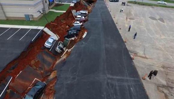 EE.UU.: hoyo se tragó 12 vehículos en Mississippi [VIDEO]