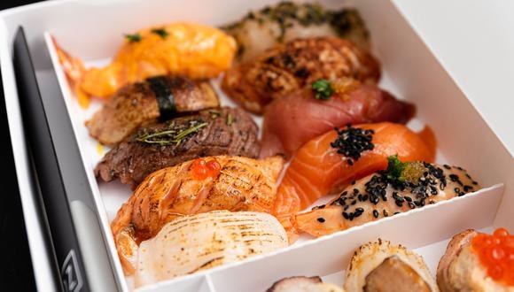 El formato de la presentación de Sushi by Noz es uno de los grandes diferenciales de la marca que opera por delivery. Se especializan en tres categorías de productos: nigiris, handrolls y sushi bowls.