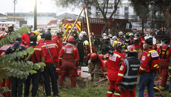 Un menor de 2 años cayó a un pozo de más de 50 metros en un parque de Cercado de Lima. (Foto: César Bueno)