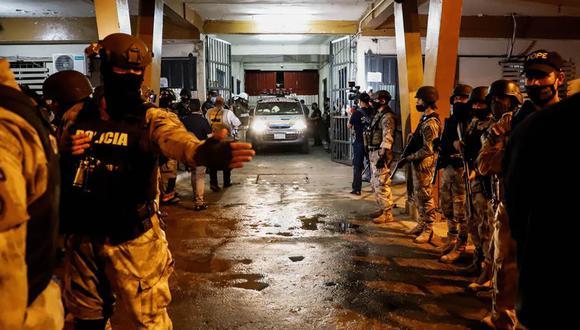 La policía de Paraguay vigila la cárcel de Tacumbú, ubicada en Asunción, donde se presentó un motín. (EFE/ Nathalia Aguilar).