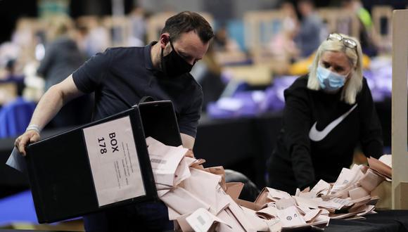 El conteo de votos, en Glasgow, Escocia. REUTERS