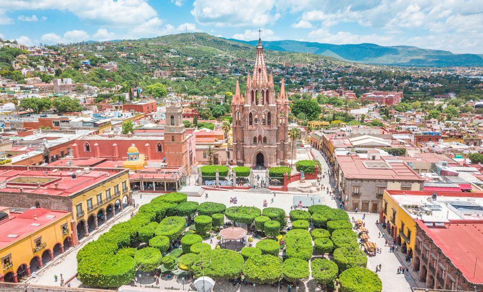 Desde el jardín Allende, admira las torres neogóticas de la iglesia San Miguel de Arcángel.(Foto: Shutterstock)