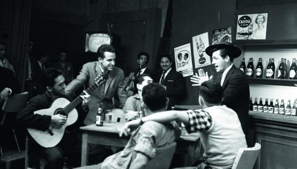 """LIMA, 10 DE MAYO DE 1960PROGRAMA DE TELEVISION """"FESTIVAL DE LA CANCION CRIOLLA"""". FOTO: EL COMERCIO"""