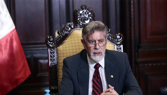"""""""En comparación con el estudio de febrero, la aprobación del jefe de Estado disminuyó en 9%"""". (Foto: Presidencia)"""