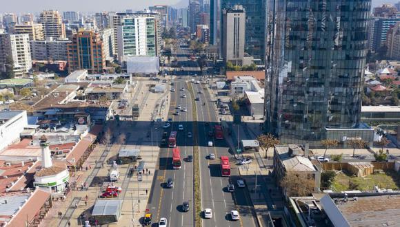 Coronavirus: Chile empezó el martes el desconfinamiento en Santiago y Valparaíso. (MARTIN BERNETTI / AFP).