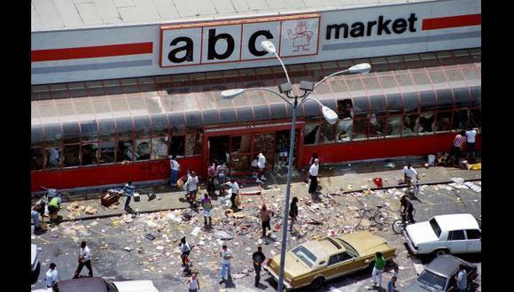 Abril de 1992, disturbios en Los Ángeles por la golpiza al taxista Rodney King. (Foto: AP).