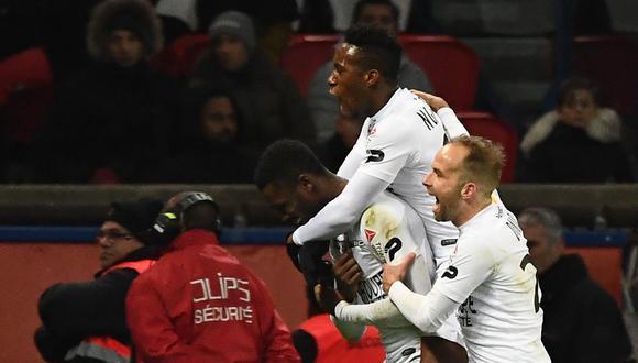 Yeni Atito N'Gbakoto anotó el 1-1 desde el punto penal. | Foto: AFP
