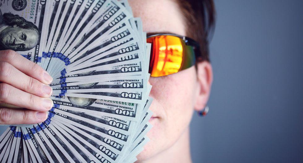 Esta mujer chequeó su cuenta bancaria y se dio cuenta que había recibido 37 millones de dólares. Casi le da un 'desmayo'. (Foto: Pixabay | Facebook Viral)