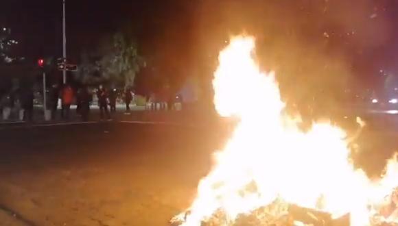 Imagen de una protesta en la Plaza Brasil, en el centro de Santiago de Chile. (Captura de video/Twitter).
