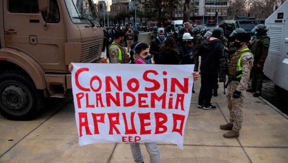 Este 25 de octubre se votará por sí o por no a la creación de una nueva Carta Magna en Chile. (Foto: Getty Images, vía BBC Mundo).