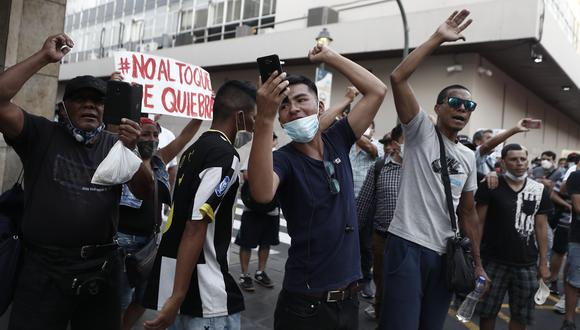 """""""Mientras mueren peruanos por centenas, las marchas y berrinches por las libertades suspendidas se notan mezquinas y un poco zonzas"""". (Foto: César Campos/GEC)."""