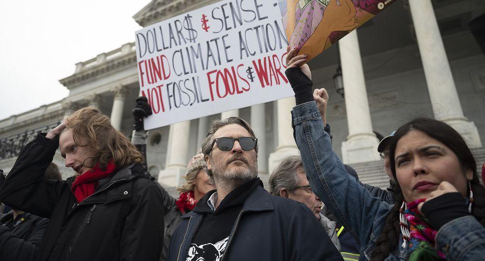 """Joaquin Phoenix, protagonista de """"Joker"""" y favorito al Oscar, en la protesta a favor del medio ambiente que lo llevó a ser detenido. Foto: AFP."""