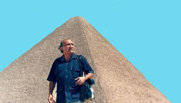 Manuel Jesús Orbegozo en Egipto. A diez años de su muerte, el maestro y periodista es recordado por su nieto.