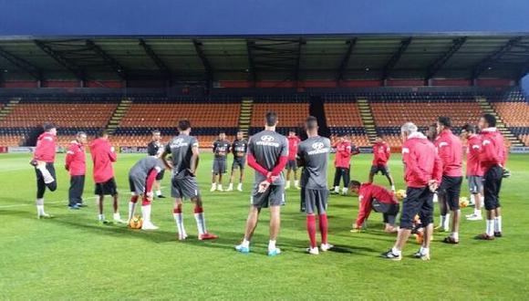 Selección ya entrena en Londres para amistoso ante Inglaterra