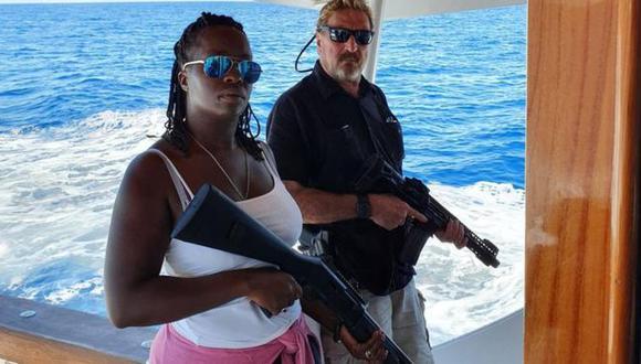 John McAfee posteó en Twitter esta foto junto a su esposa aparentemente tras salir de Cuba. Foto: TWITTER/@OFFICIALMCAFEE, vía BBC Mundo