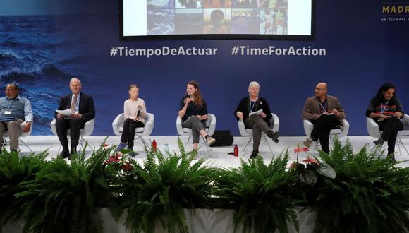 (De izq a der) Youba Sokona, vicepresdiente del IPCC; el científico William Moomaw, de la escuela Fletcher; la joven activista medioambiental sueca Greta Thunberg; la activista alemana Luisa Neubauer, de la organización Fridays For Future; la vicepresidenta de IPCC, Ko Barret; Sivan Kartha, del Instituto de Medio Ambiente de Estocolmo, y Rachel Cleetus, de la Unión de Científicos Preocupados; participan en una mesa redonda para concienciar a los ciudadanos sobre la emergencia climática desde los argumento de la ciencia, este martes, en el ámbito de la Cumbre del Clima, en Madrid, España. (Foto: EFE)