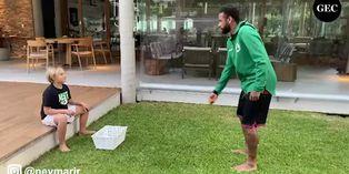 Neymar Jr le jugó una broma a su hijo durante un entrenamiento