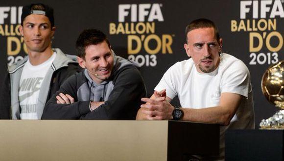 En aquella competencia, Franck Ribéry luchó palmo a palmo con Lionel Messi y Cristiano Ronaldo. El luso terminó imponiéndose en la votación. (Foto: AFP)