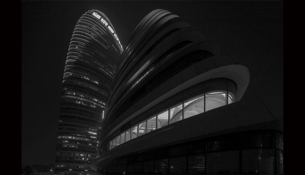 Así luce la fachada del edificio en el que se ubica el gimnasio. Destaca por sus formas curvas y diseño de vanguardia. (Foto: BWAO Architects)