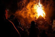 """Gobierno de Chile condena incendio de iglesias y la violencia de """"grupos minoritarios"""""""