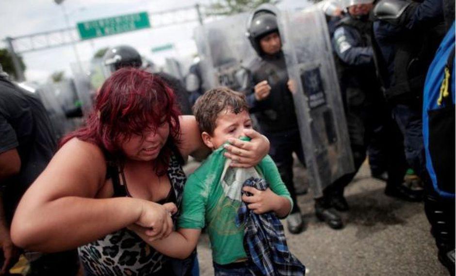 Los gases lacrimógenos fueron utilizados en contra de los migrantes centroamericanos que intentaron cruzar la frontera de EE.UU. desde México.