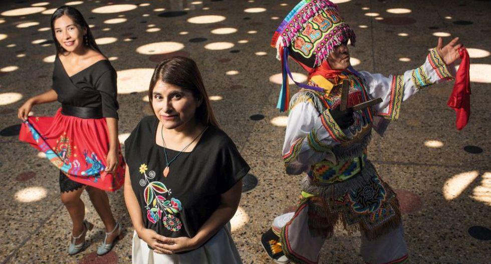 """MULTICOLOR. """"El cine funciona como puente, tiene el poder de generar empatía"""", dice Melina León, al centro. La secundan Pámela Mendoza (con el papel de Georgina Condori) y Lucio Rojas (Leo Quispe), protagonistas de Canción sin nombre. Agradecimientos: WARMICHIC"""