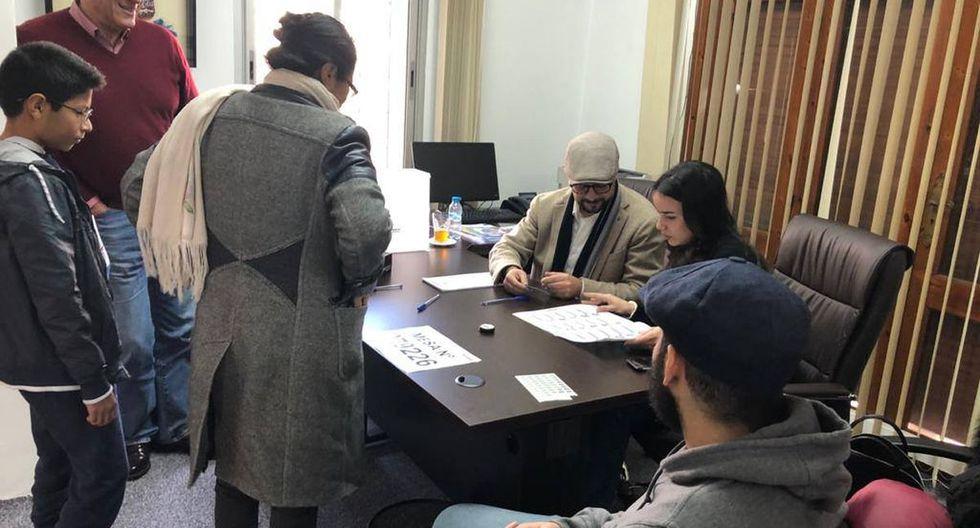 Compatriotas asistieron a la embajada de Marrueco para votar. (Foto: embajada del Perú en el reino de Marruecos)